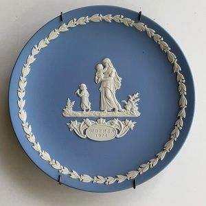 Wedgwood 1974 Mother's Day Plate